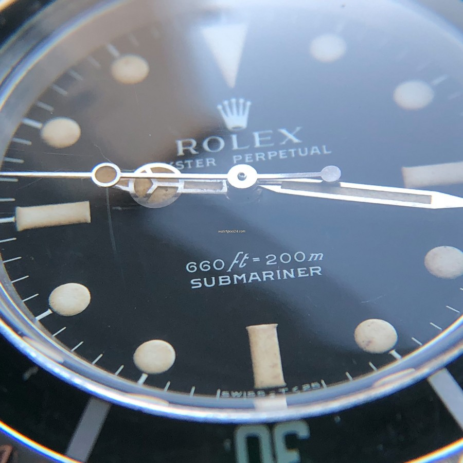 Rolex Submariner 5513 - Serif Dial - the edges of the hour indices have serifs