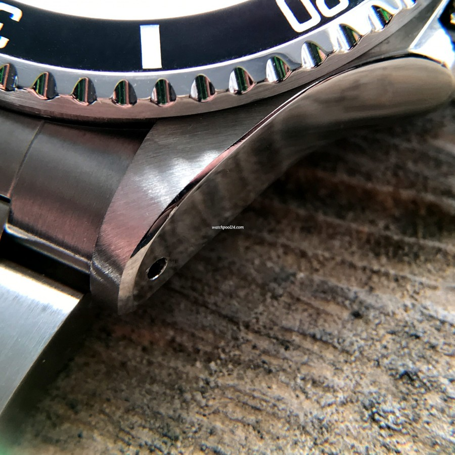 Rolex Sea-Dweller 1665 MK4 - Rolex oyster case has sharp edges
