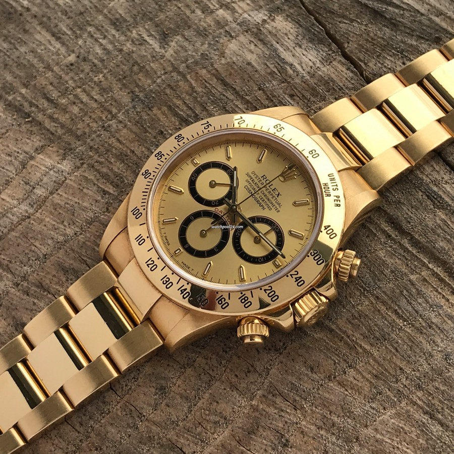Rolex Daytona 16528 - Papers and Sticker - massive 18kt gold on the wrist represents power and luxury