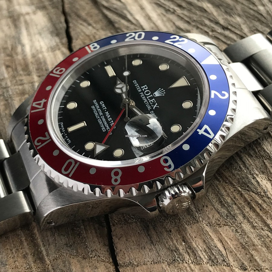 Rolex GMT Master 16700 Pepsi bezel - eye-catching colors