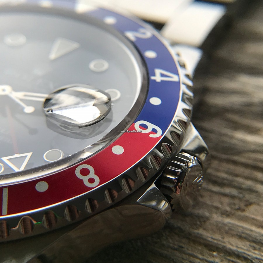 Rolex GMT Master 16700 Pepsi Bezel - Cyclops loop above the date