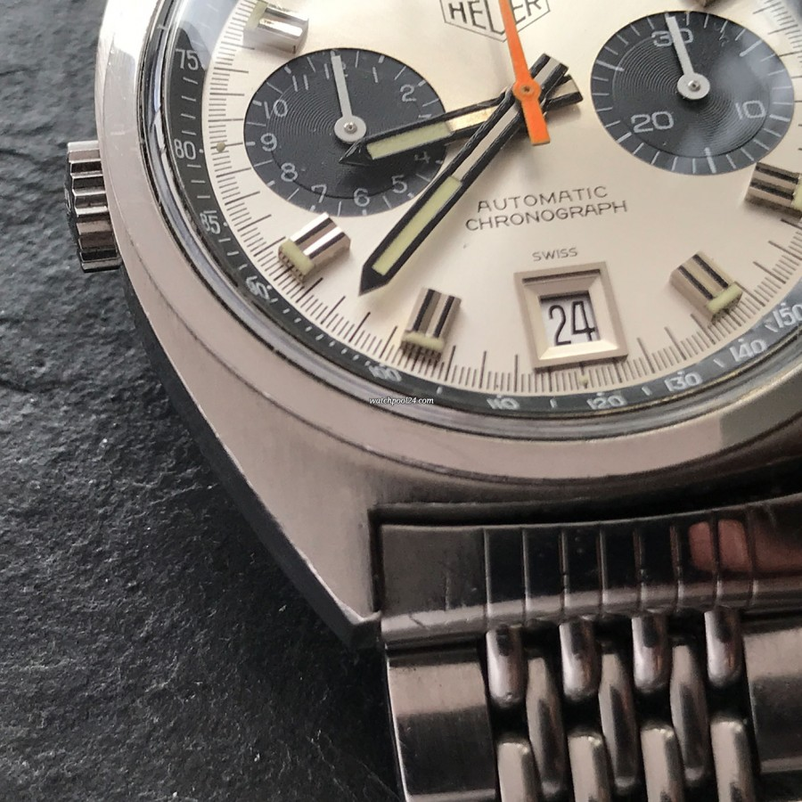 Heuer Carrera 1153 - Silver Dial - sharp case edge