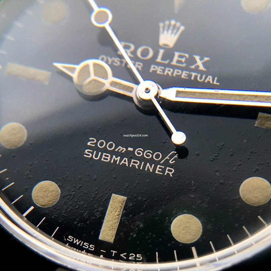 Rolex Submariner 5513 PCG - naturally aged black surface of the glossy dial makes this Submariner very honest and authentic
