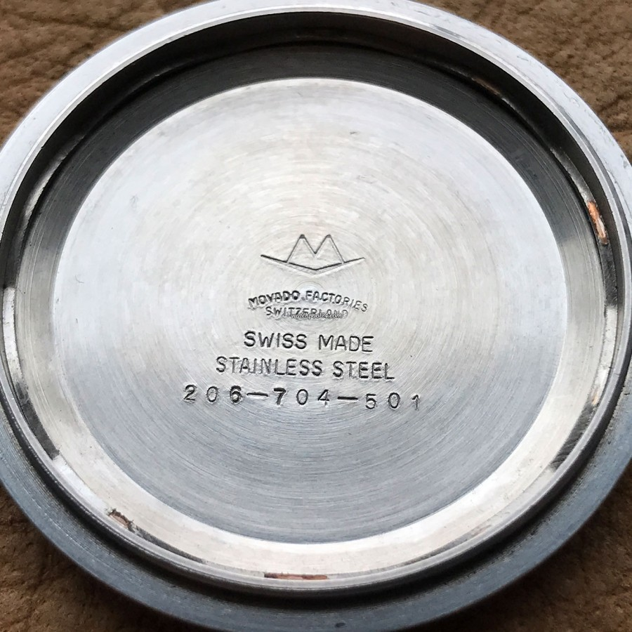 Movado Super Sub Sea 206-704-501 - Movado-Referenznummer 206-704-501 im Innern des Gehäusedeckels