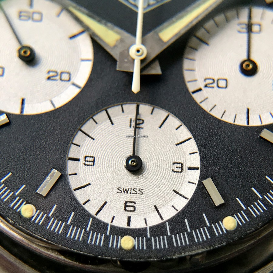 Heuer Autavia 2446 2nd Execution Dial - 12 hour counter of the chronograph
