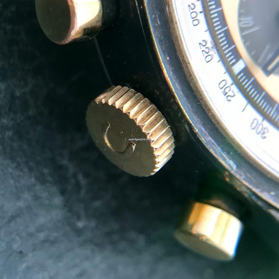 Universal Genève Tri-Compax 181102 - signierte Krone, oxidierte Gehäuseoberfläche