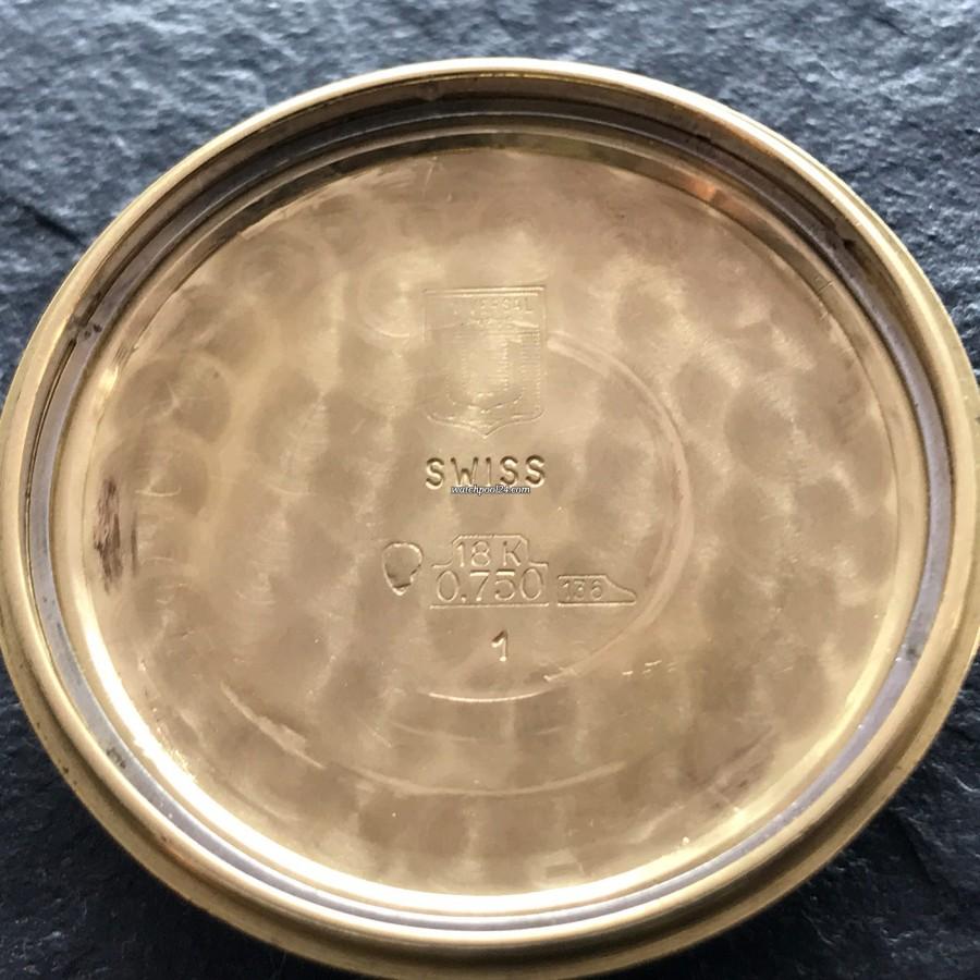 Universal Genève Tri-Compax 181102 - Goldpunzen innerhalb des Gehäusedeckels
