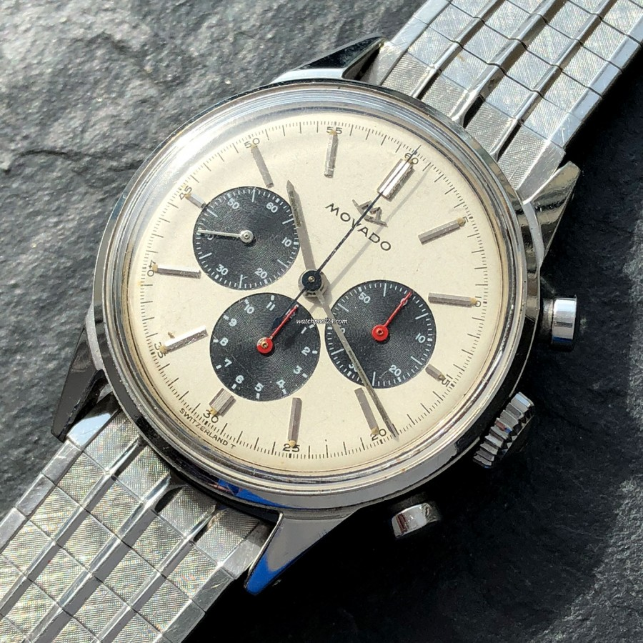 Movado M95 Chronograph 19068 Subsea - light patinated white dial surface