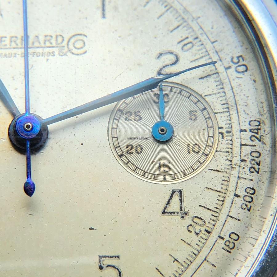 Eberhard Monopusher Chronograph Big Size - blaue Zeiger ändern ihre Farbe bei unterschiedlichem Lichteinfall