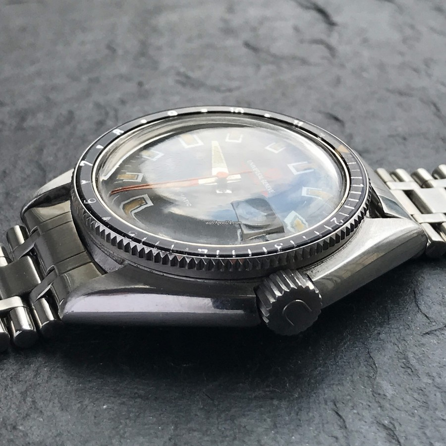 Universal Genève Polerouter Sub 869120 - signed crown