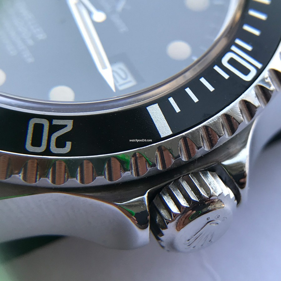 Rolex Sea-Dweller 16660 Full Set - verschraubte Triplock-Krone
