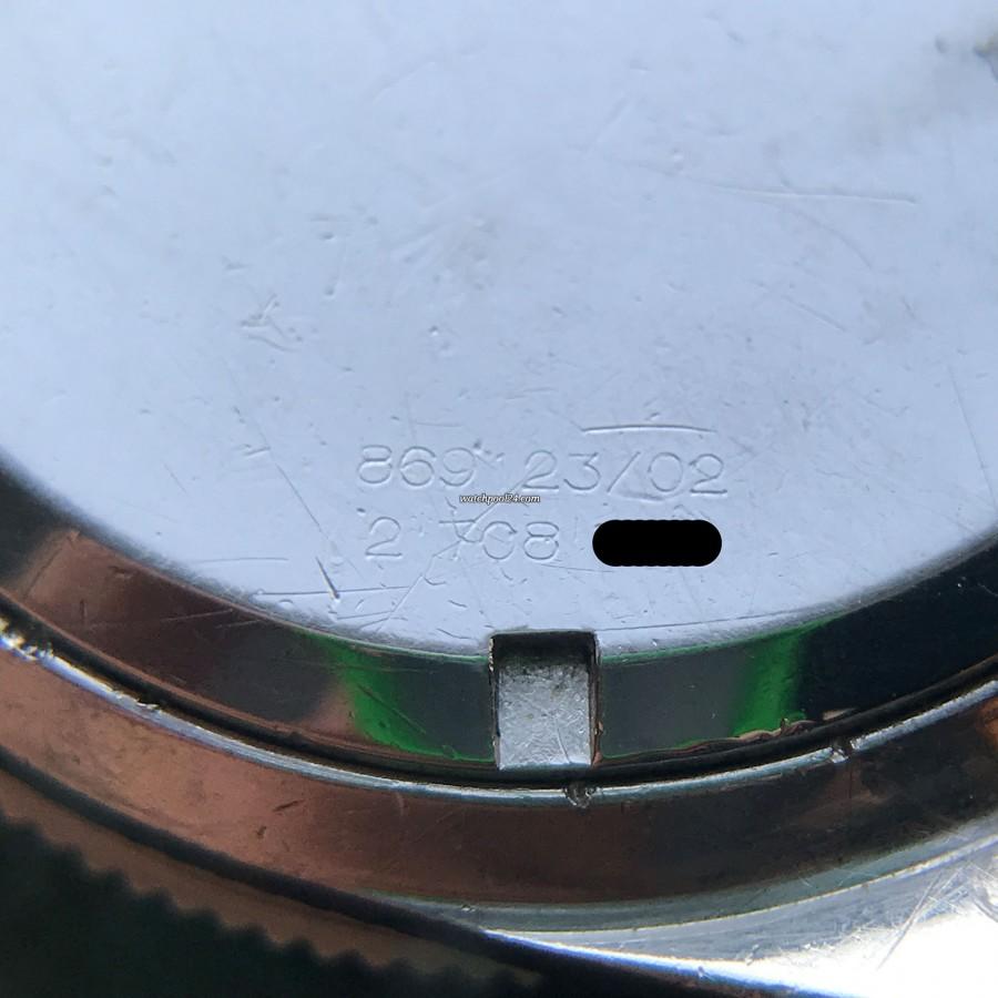 Universal Genève Polerouter Sub 869123/02 - Referenz- und Seriennummer sind immer noch sichtbar auf dem Gehäuseboden