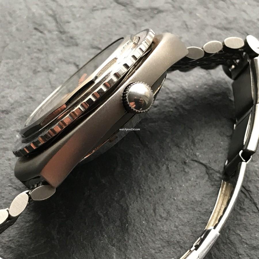 Zodiac Super Sea Wolf - Diver's Watch - der Zwischenraum zwischen dem Gehäuse und der Lünette. Um die Lünette zu verstellen, muss sie vorher nach unten gedrückt werden
