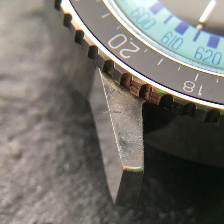 Favre Leuba Bivouac 53223 Blue - scharfe Gehäusekante (unten links)