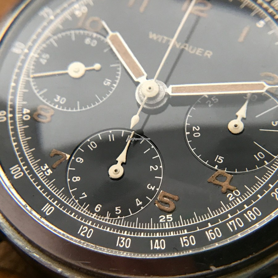 Wittnauer Chronograph Valjoux 71 Radium Lume - arrow-shaped hands in the chronograph counters