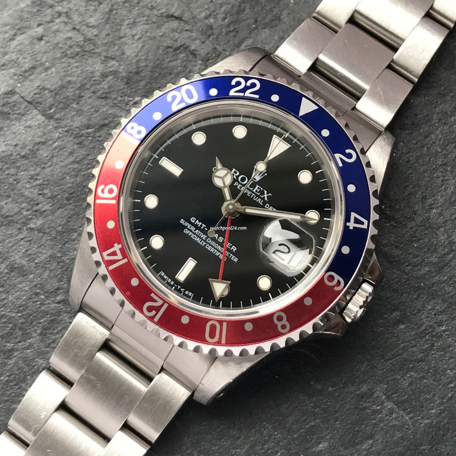 Rolex GMT Master 16700 With Sticker - an iconic pilot's watch from 1991 - a striking beauty