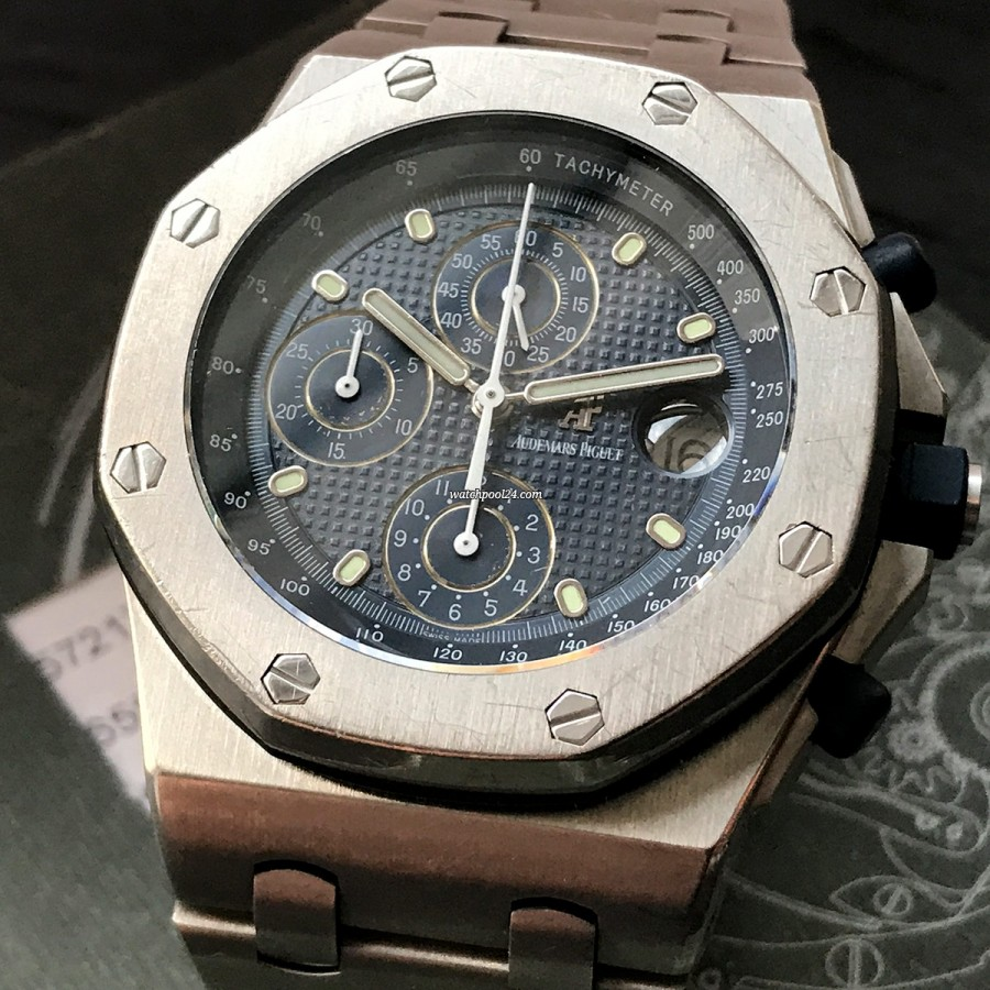 Audemars Piguet Royal Oak Offshore 25721TI - a masculine chronograph form the nineties